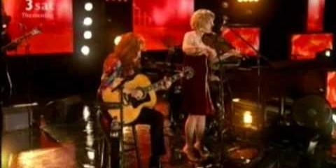 Bonnie Raitt and Alison Krauss: Papa Come Quick